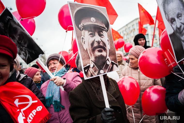 Историк объяснил, почему Сталин отменил День Победы
