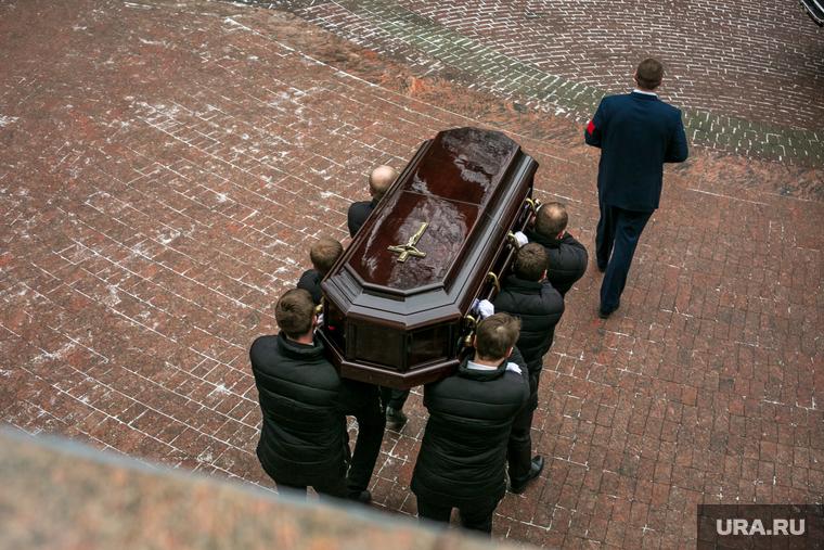 В Петербурге ввели лимит времени на прощание с умершими