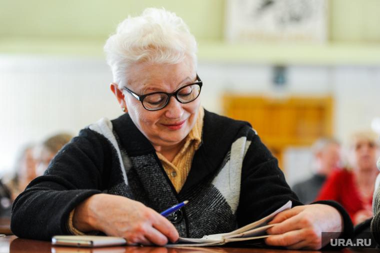 Пенсионный возраст в России не снизят. Экономисты назвали три причины