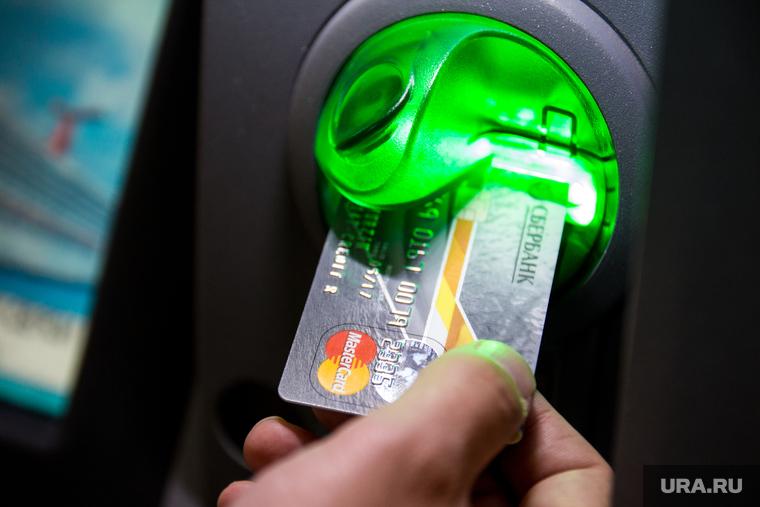 Экономист оценил идею банков списывать деньги со старых счетов. «Перестают быть вашими»