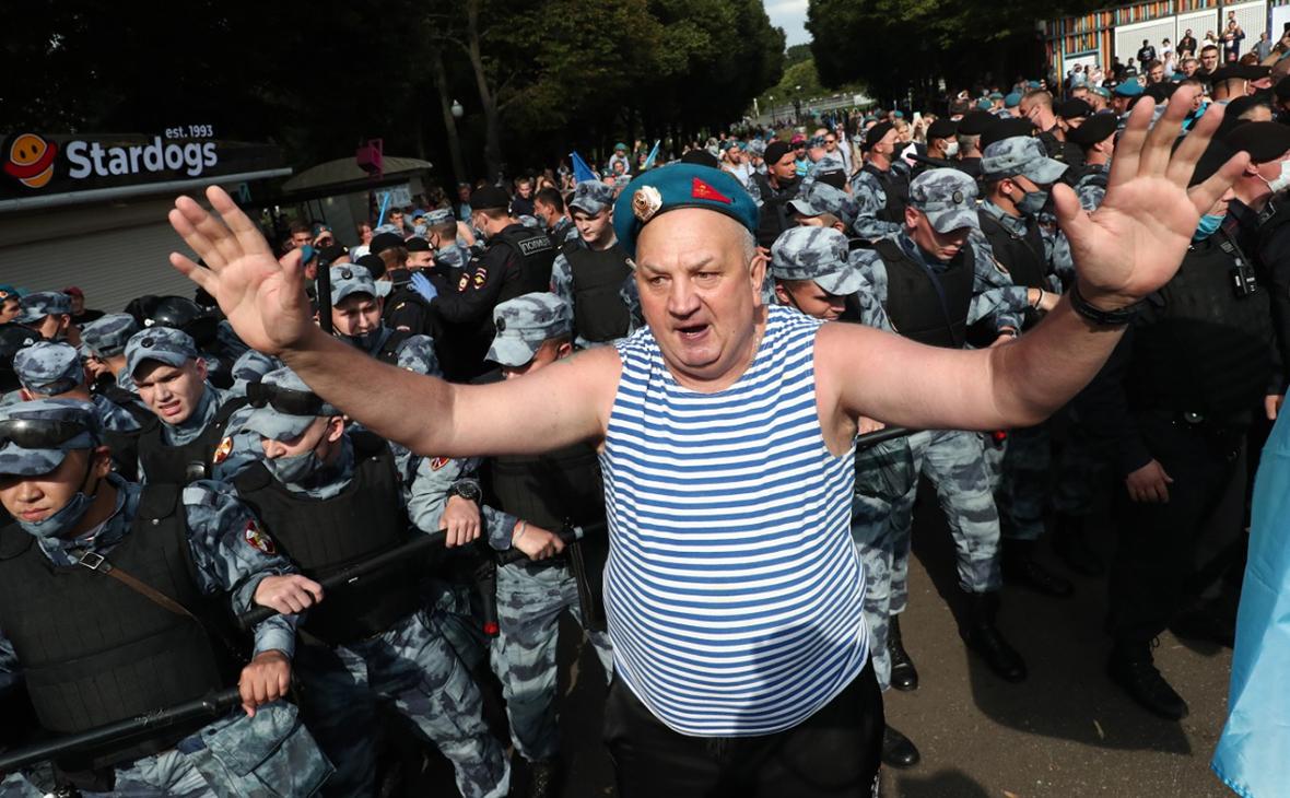 В Парке Горького празднующие День ВДВ подрались с бойцами Росгвардии