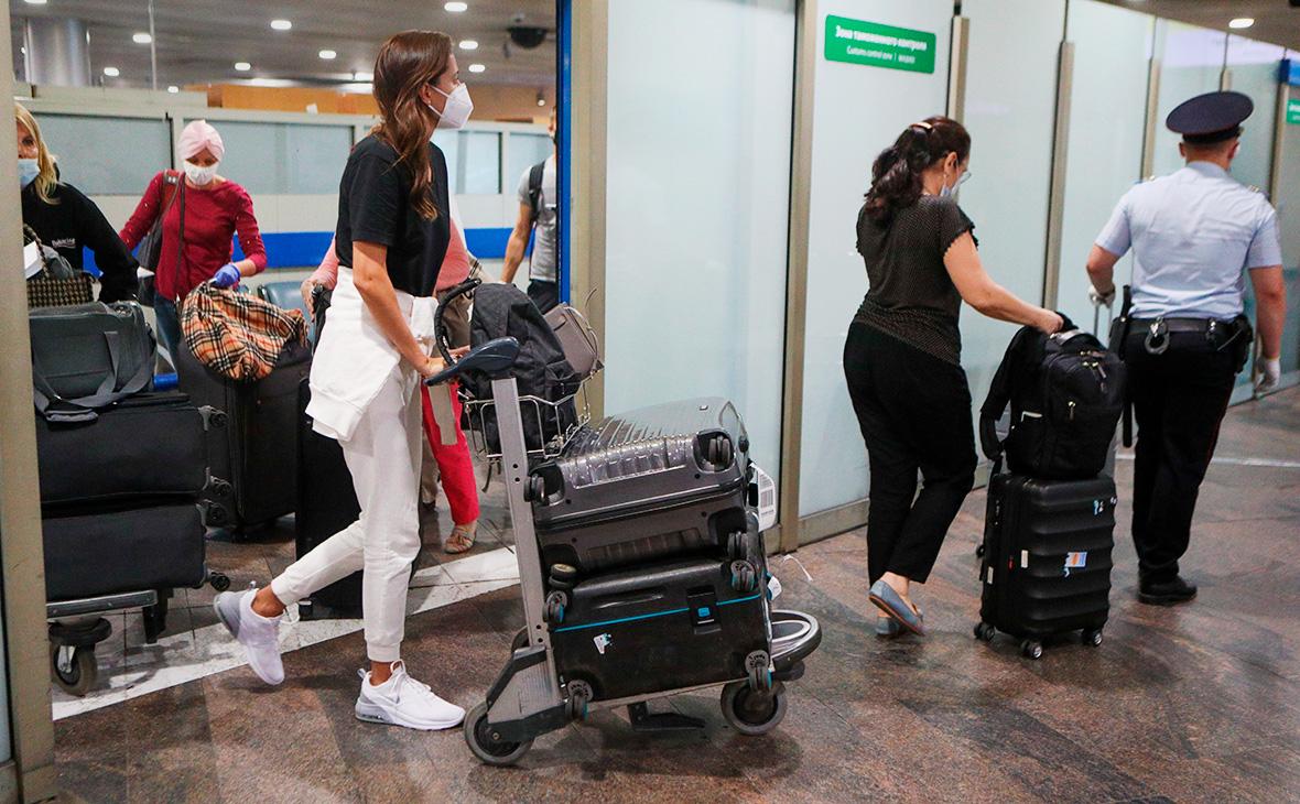Роспотребнадзор отменил самоизоляцию для вернувшихся вывозными рейсами