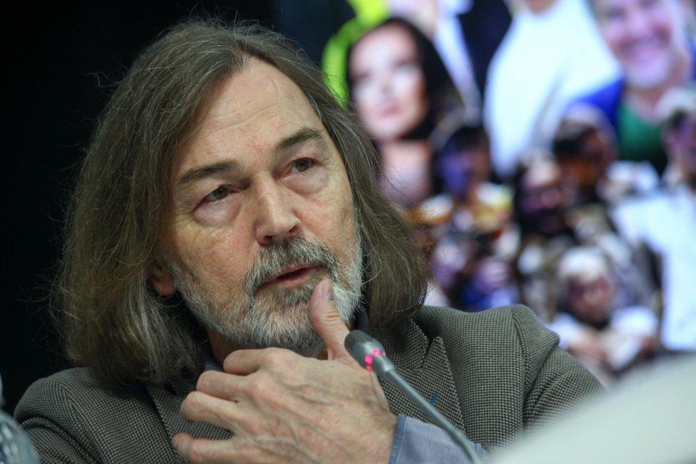 «Поступите по совести!». Никас Сафронов призвал олигархов отдать аппараты ИВЛ больницам