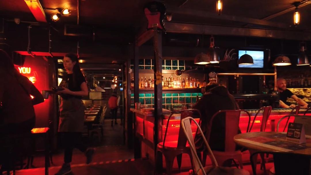 Глава Петербурга назвал поспешным закон о закрытии маленьких баров. Он подписал его неделю назад