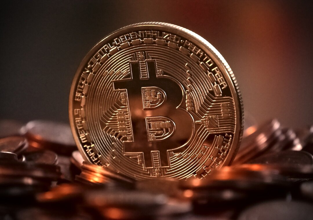 Стоимость биткоина превысила $12 000 впервые с августа 2019 года