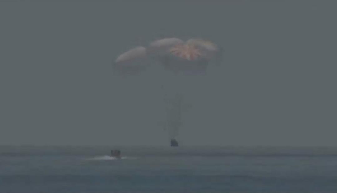 SpaceX Илона Маска успешно вернула астронавтов на Землю