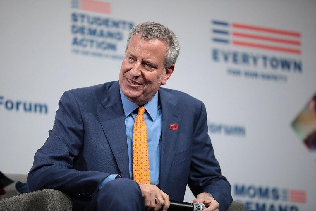 Мэр Нью-Йорка отправил себя в отпуск ради экономии
