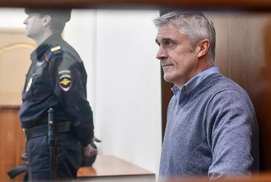 Суд закрыл процесс по иску банка «Восточный» к Майклу Калви на 9,8 млрд рублей