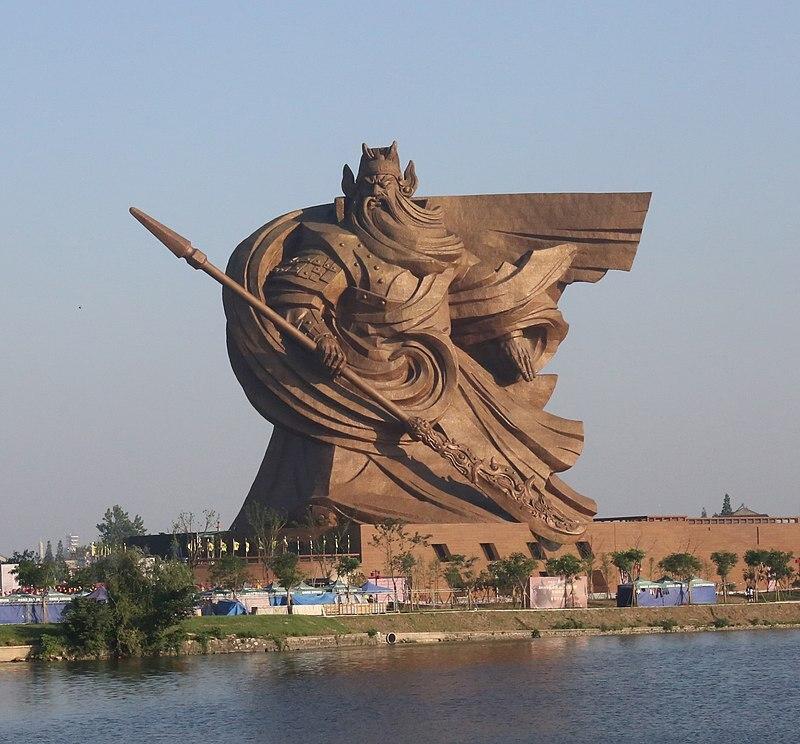 В Китае потратят $24 млн, чтобы убрать гигантскую статую за $26 млн