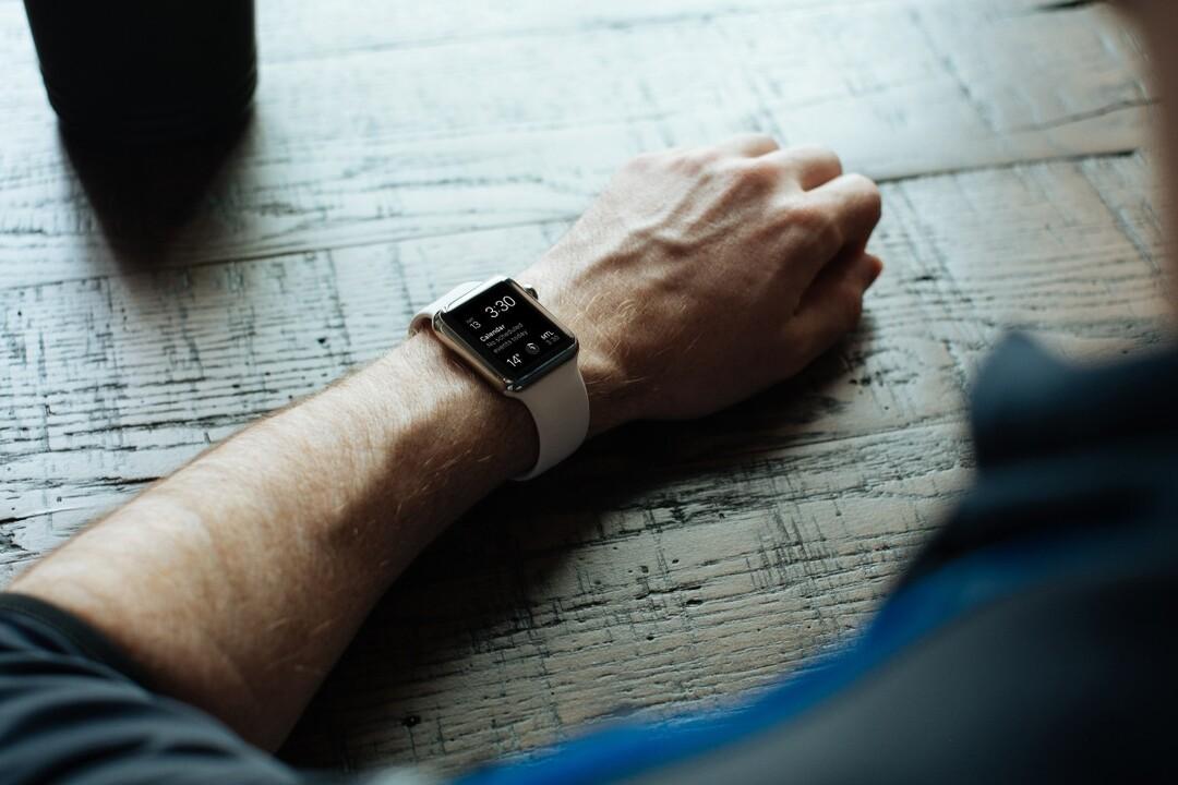 Facebook решила выпустить умные часы