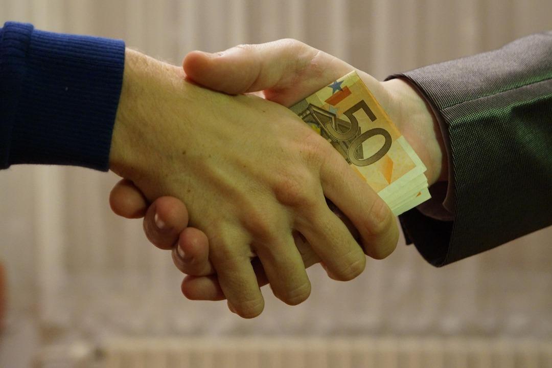 Кресло губернатора за €35 млн. Бывший чиновник пойдёт под суд за попытку продать должность