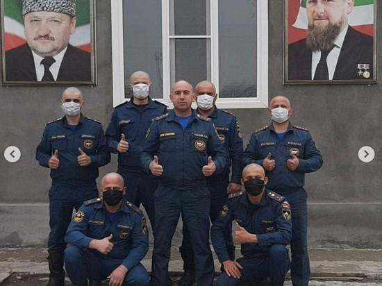 Сотрудники МЧС Чечни по примеру Кадырова побрились налысо