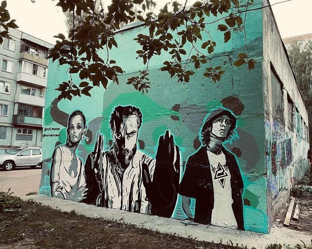 В Смоленске появилось новое граффити с Децлом