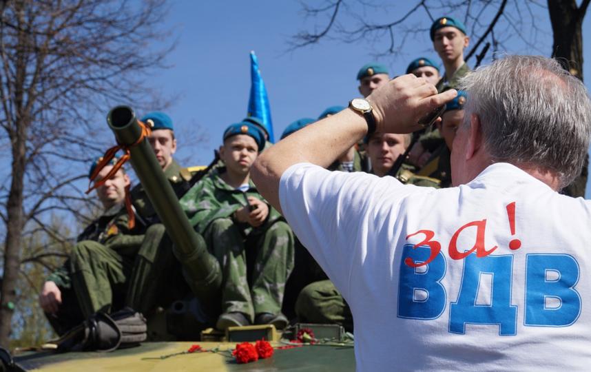 День ВДВ: губернатор Петербурга поздравил ветеранов и воинов-десантников