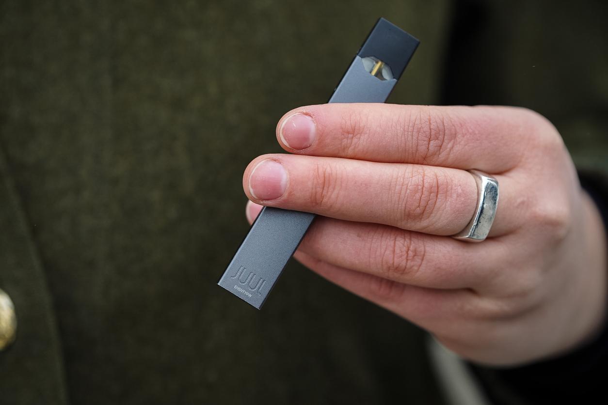 В России могут запретить электронные сигареты Juul