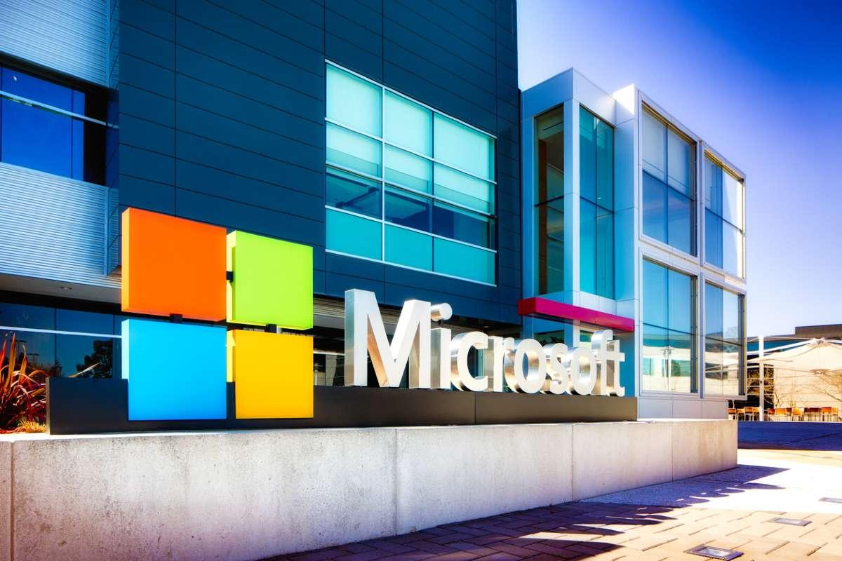 Microsoft отказалась от рекламы в Facebook и Instagram из-за «неприемлемого контента»