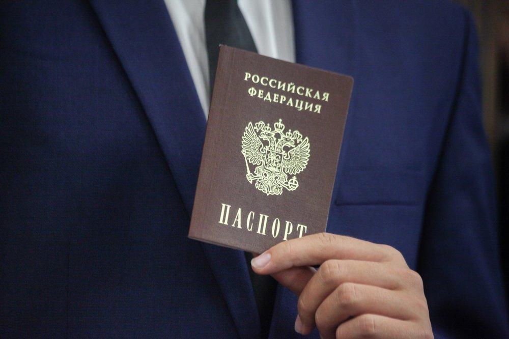Путин подписал закон о получении гражданства РФ без отказа от иностранного