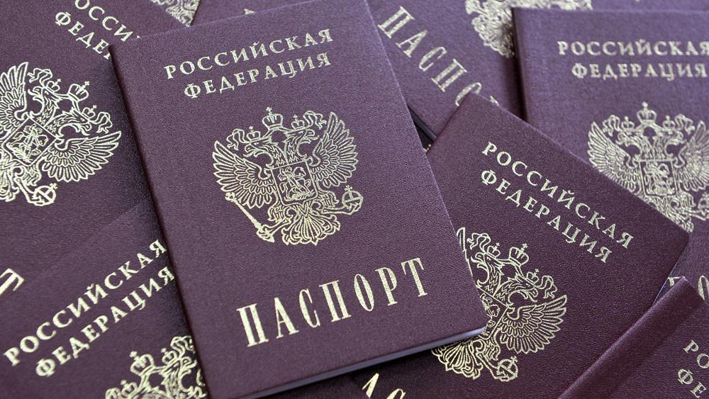 Путин подписал указ, продлевающий срок действия паспортов и водительских прав
