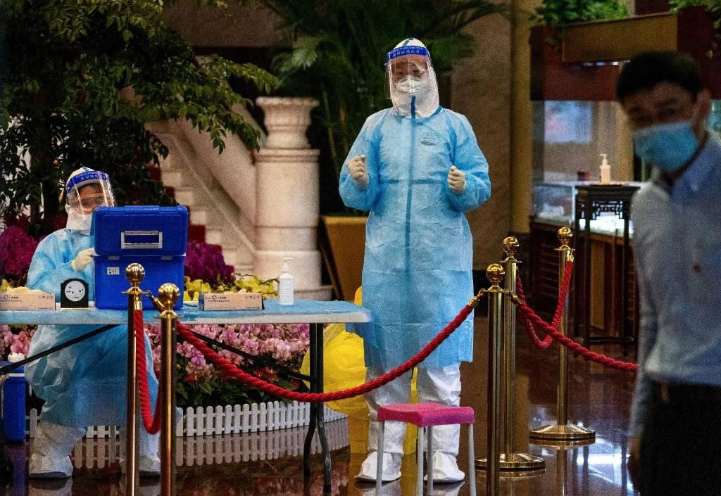 В Китае за сутки коронавирус выявили у трёх человек