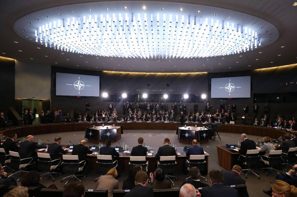 НАТО созывает экстренное заседание после выхода США из Договора по открытому небу