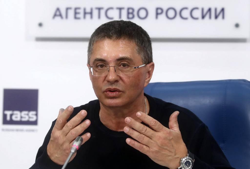 Доктор Мясников рассказал, почему плато и пик смертности от коронавируса в России совпадают