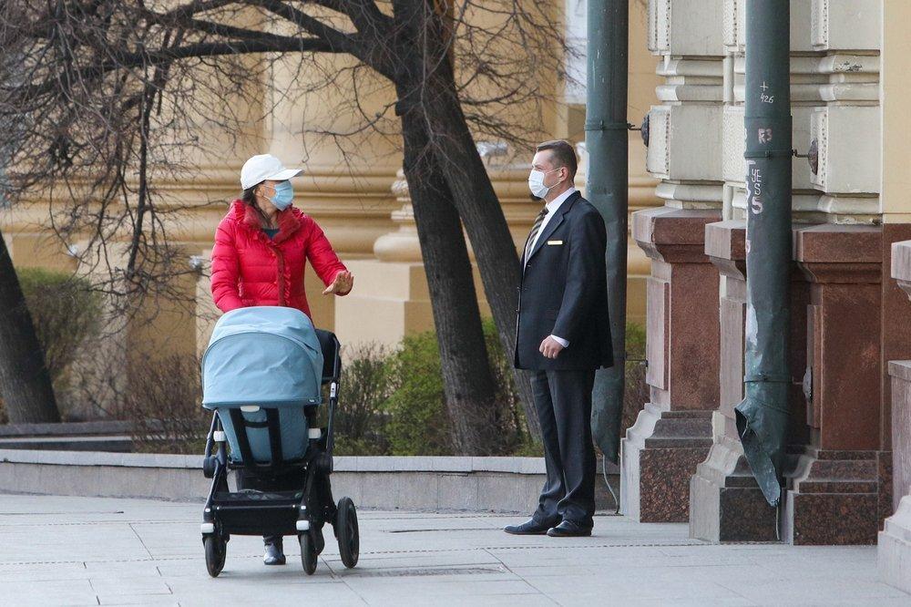 Госдума увеличила минимальный размер пособия по уходу за ребёнком до полутора лет