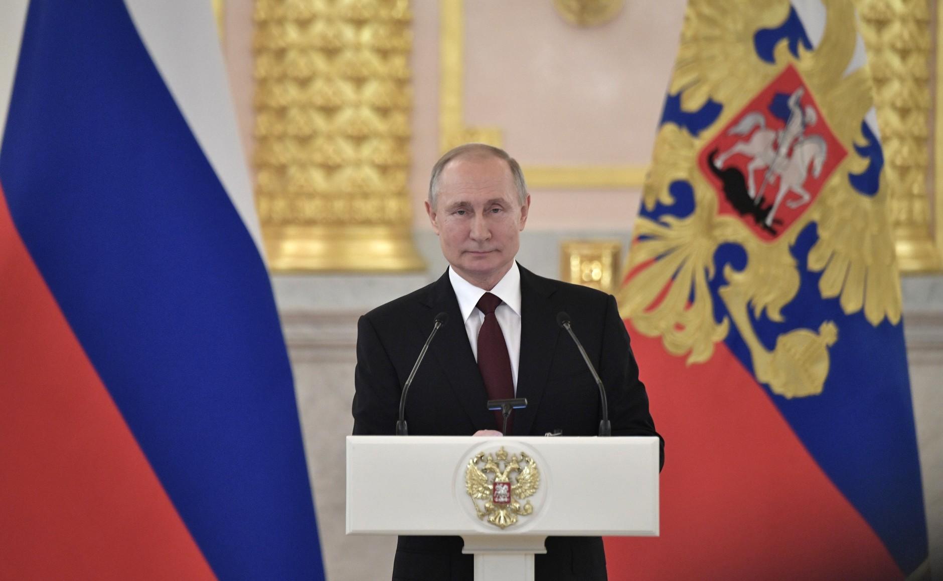 Путин поздравил россиян с Днём защиты детей