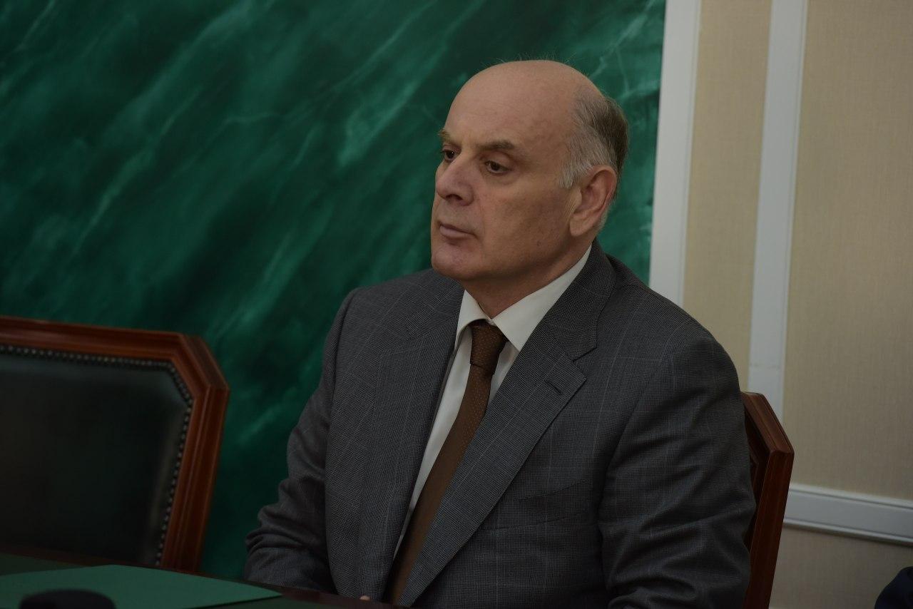 Президент Абхазии проголосовал по поправкам к Конституции РФ