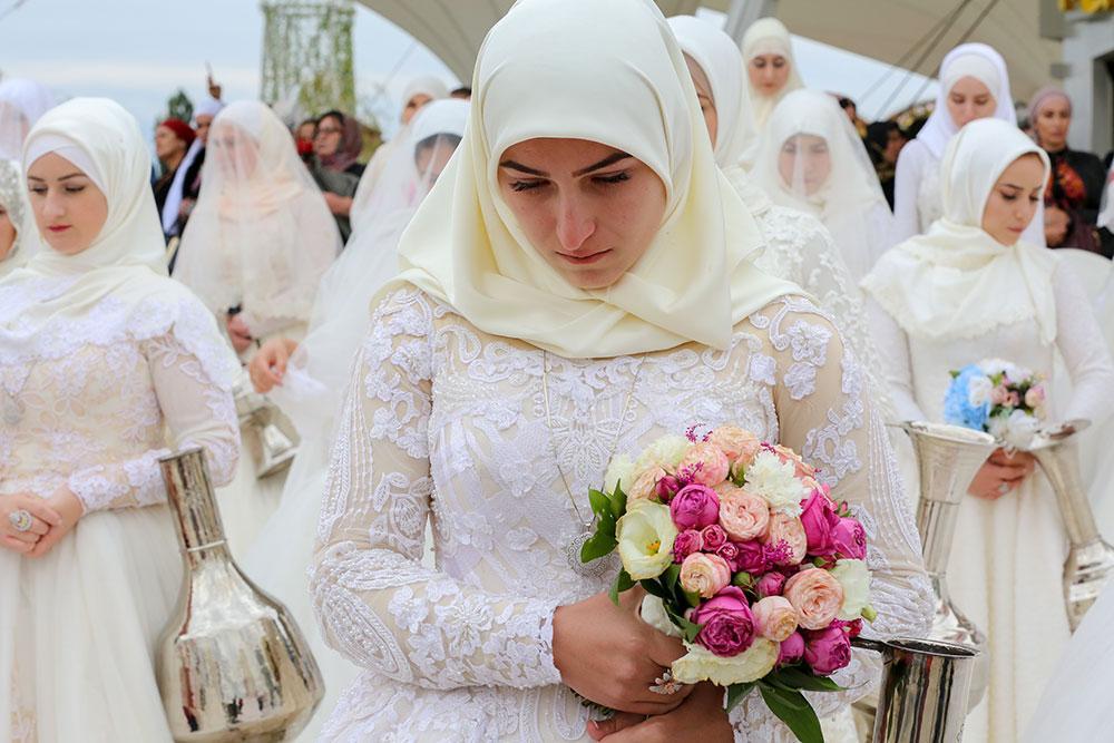 Кадыров помог женихам из Чечни выкупить 207 невест