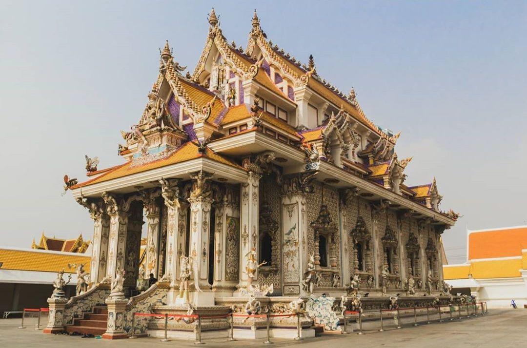 Храм Дэвида Бекхэма является одним из самых странных религиозных зданий, и вот что творится внутри