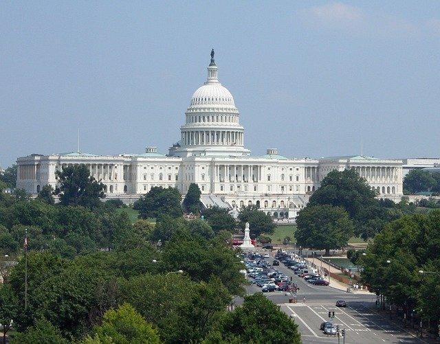 Конгресс США принял военный бюджет с санкциями против 'Северного потока — 2' и 'Турецкого потока'