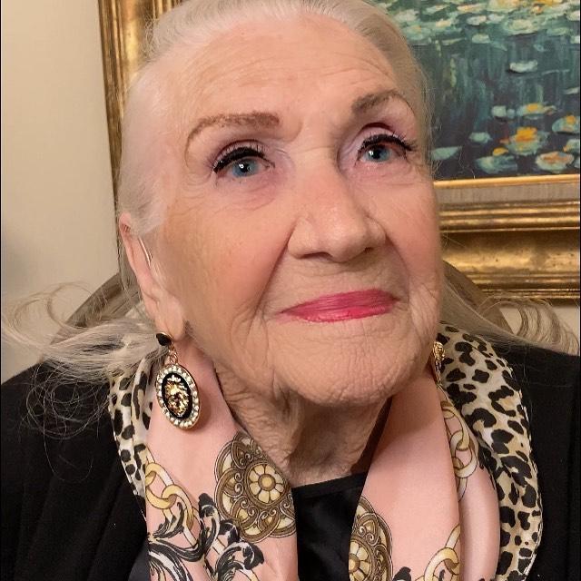 94-летняя бабушка рассказала, как в молодости отомстила мужу за измену, и видео с ней стало вирусным