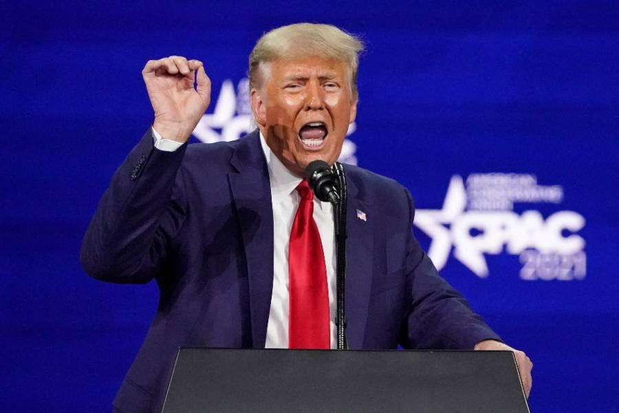 Трампа заподозрили в желании вернуть президентскую власть к августу