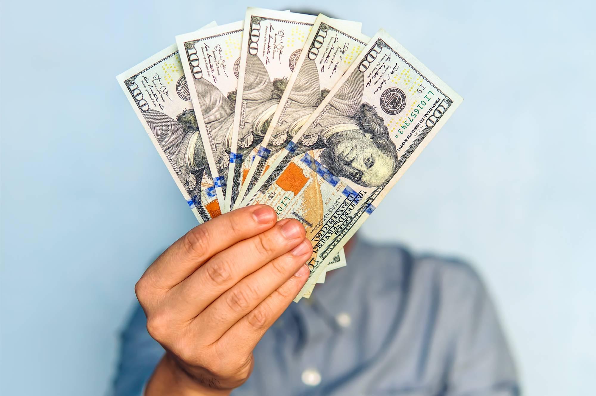 Валютный риск: Опасно ли хранить сбережения в долларах и как защитить свои деньги