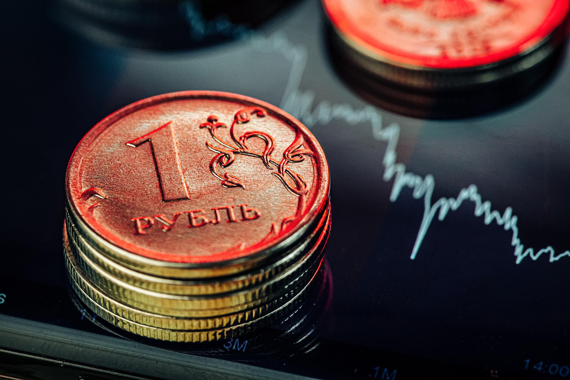 Валютный маятник: санкции США могут произвести неожиданный эффект на курс рубля