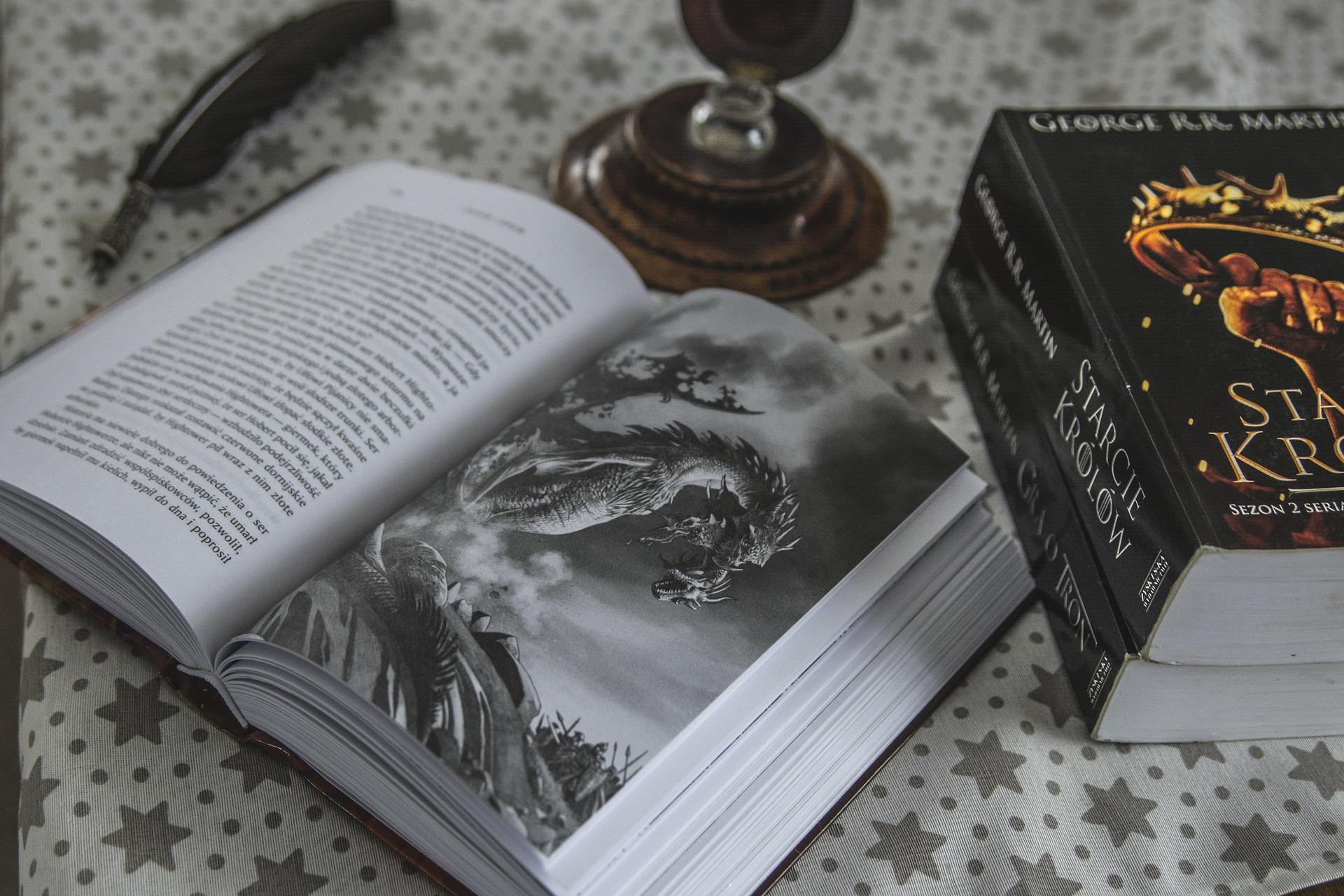 'История любви, мести, безумия и опасностей': Джордж Мартин создаёт спектакль по 'Игре Престолов'