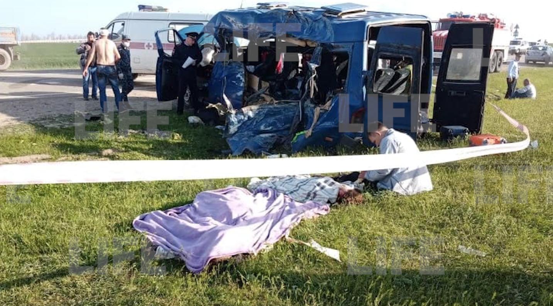 Лайф публикует фото с места аварии на Ставрополье, где разбилась детская баскетбольная команда