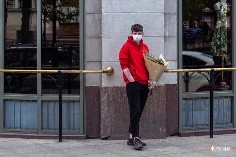 Поникли лютики. В Петербурге импорт цветов рухнул почти в 20 раз