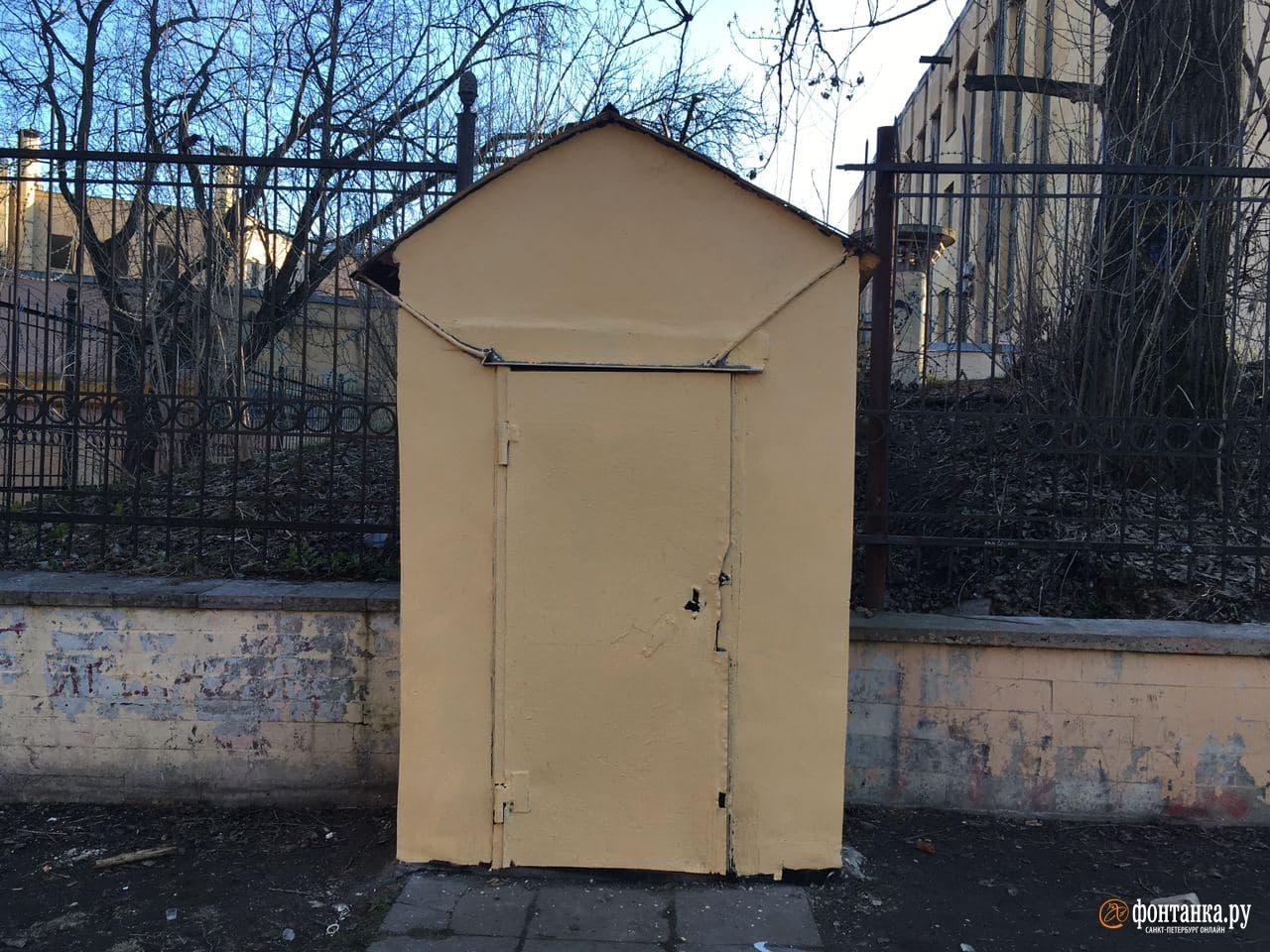 Боец спецназа в саду Петербурга закончил как Навальный: его закрасили