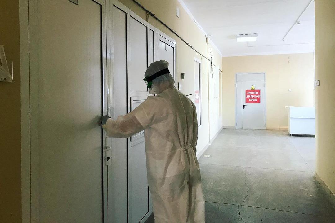 Медицина страны потеряла 61% санитаров. Зачем в разгар пандемии выгоняют работников красной зоны